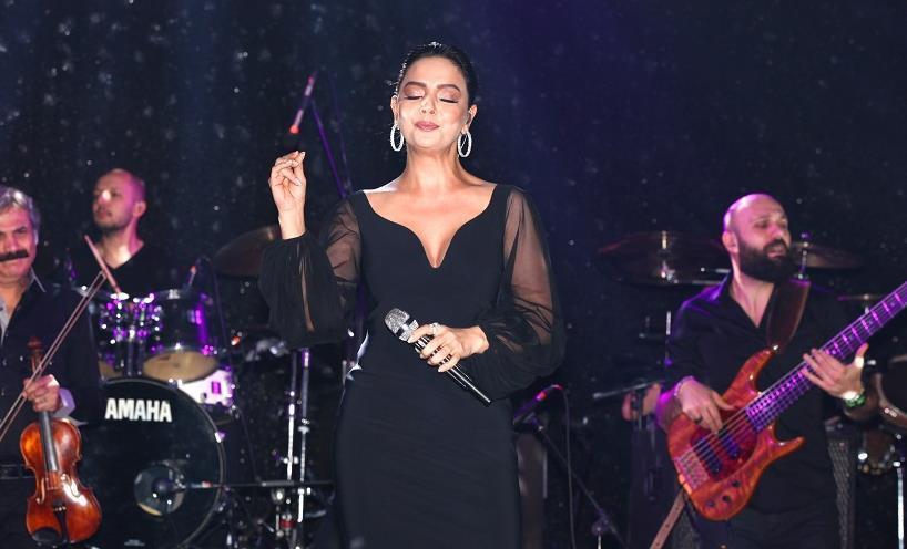 Ebru Gündeş Kıbrıs'ta Konser Verdi!