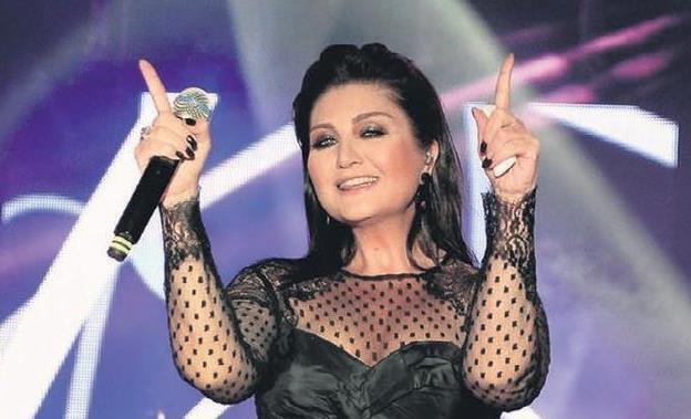 Sibel Can'a İzmirlilerden Sevgi Seli!