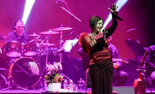 Nazan Öncel ile Mabel Matiz sahnede!