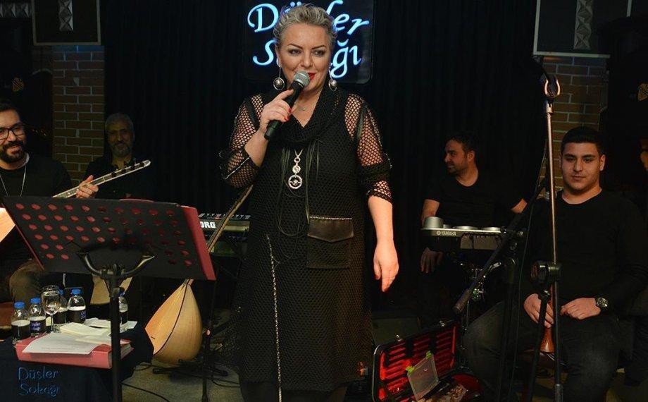 Türkü Sanat Hayatının 20. Yılını Sahnede Kutladı!