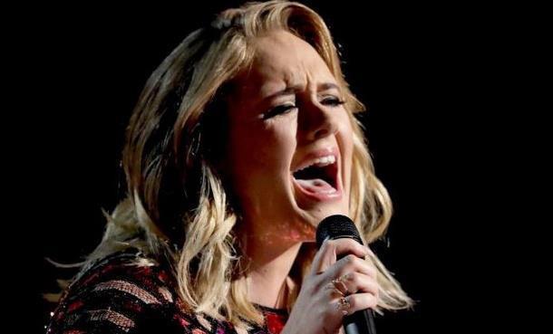 Adele Konserlerini İptal Etti!