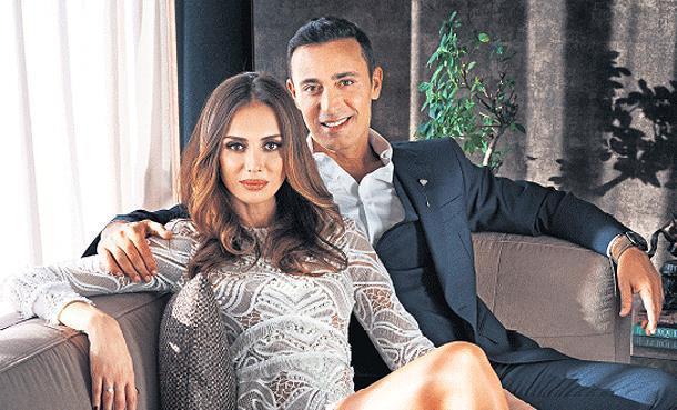 Mustafa Sandal ve eşi Emina Sandal kaza geçirdi!