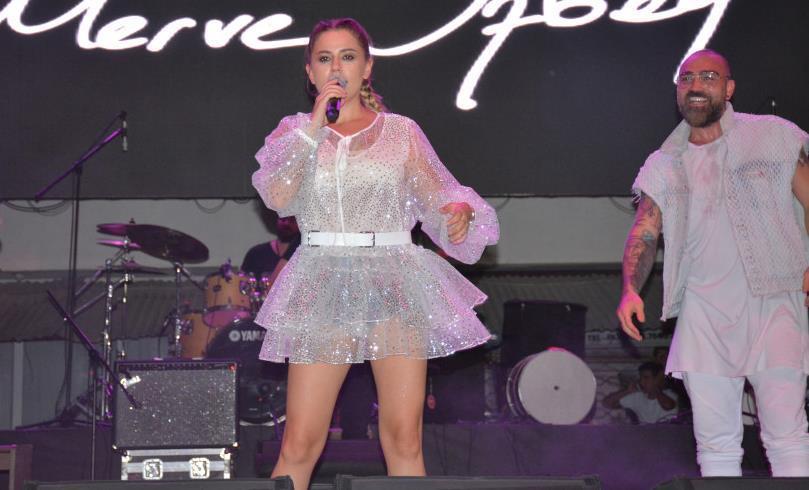 Merve Özbey Çankırı'da Konser Verdi!