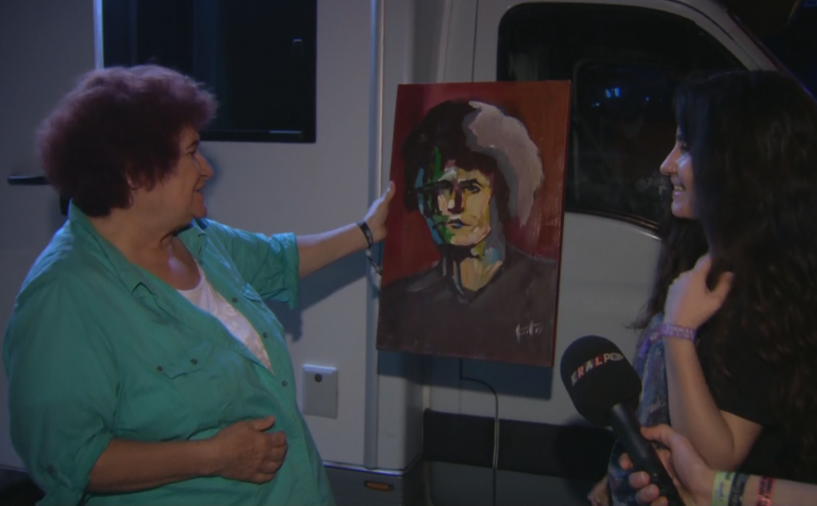 Ünlü Sanatçı Selda Bağcan'a Sürpriz Hediye!