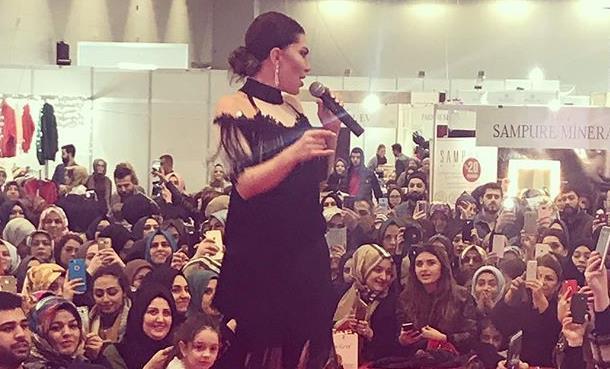 Ebru Yaşar İstanbul'da Sahneye Çıktı!