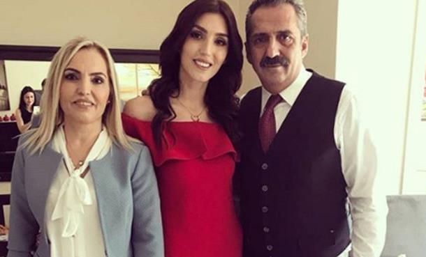 Yavuz Bingöl'ün Kızı Türkü Sinem Bingöl Nişanlandı!