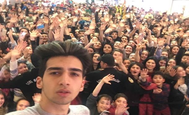 Çağatay Akman'ın Mini Konserine 3 Bin Kişi Geldi!
