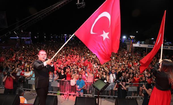Ferhat Göçer, 19 Mayıs Coşkusunu Mersin'de Yaşadı!