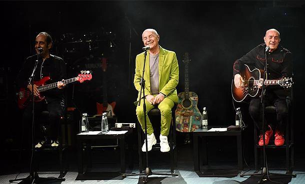 Harbiye Açıkhava Konserleri'nde Sırılsıklam MFÖ Sevgisi!