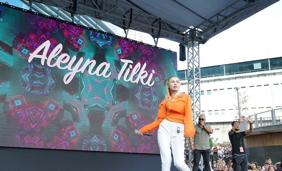 Aleyna Tilki Yeni Şarkısını İlk Kez Söyledi!