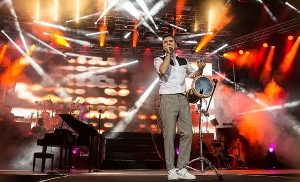 Mustafa Ceceli'den Bol Sürprizli Konser!