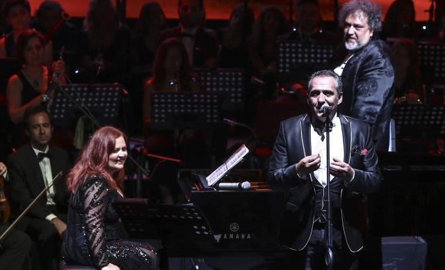 Yavuz Bingöl ve Mehveş Emeç Harbiye'de Şehit Aileleri Yarına Konser Verdi!