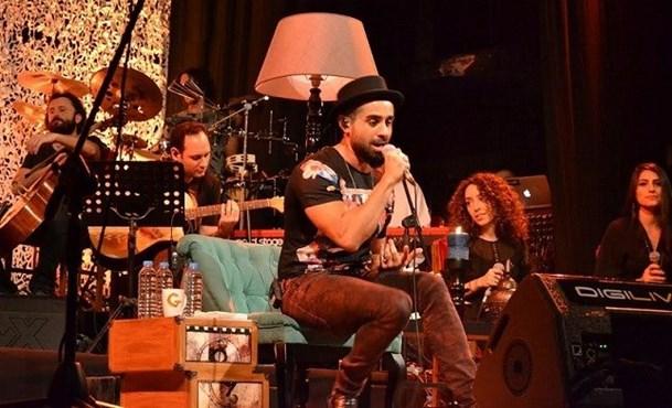 Gökhan Türkmen'den yeni albümü Sessiz eşliğinde  akustik konser !