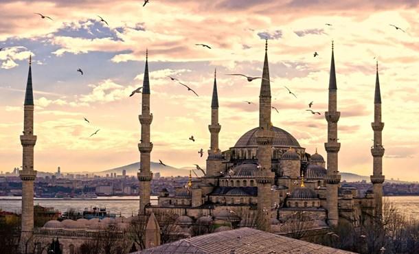 Sultanahmet'te Yaşanan Patlamaya Ünlülerden Tepkiler!