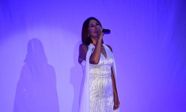 Nilüfer Harbiye Konserinde Kayahan'ı Unutmadı!