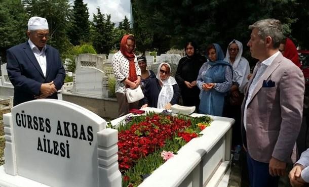 Müslüm Gürses Doğum Gününde Mezarı  Başında Anıldı!
