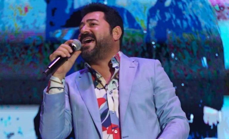 İsfanbul  Açıkhava Konserleri  Serkan Kaya İle Başladı!