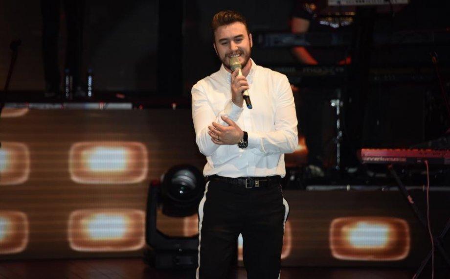 Mustafa Ceceli MOİ Sahne'de Konser Verdi!