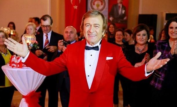 Atatürk İçin Tek Yürek!