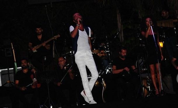 Hakan Altun Ve Hüsnü Şenlendirici Kıbrıs'ta Müzik Şöleni Yaşattı.